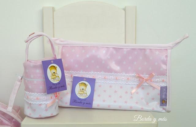 portachupetes bebé estrellas rosa blanco
