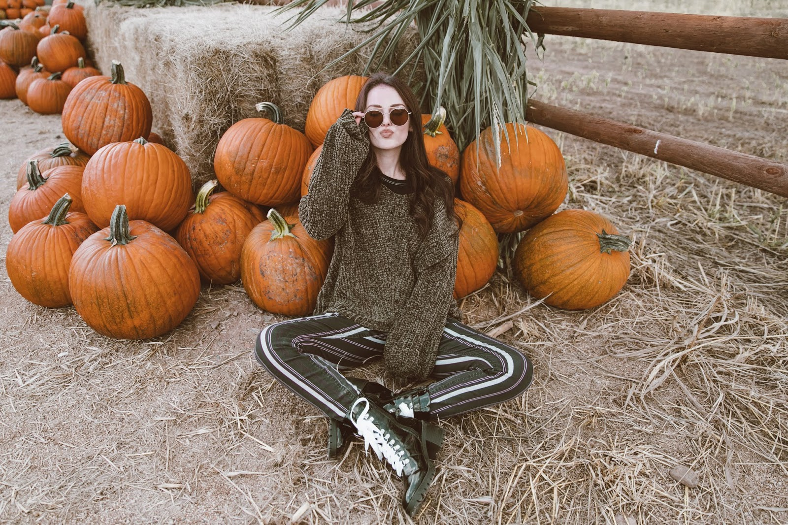 Shelly Stuckman, Mortimer Farms, Pumpkin Patch, Halloween, pumpkin fest, arizona girl, Charlotte russe, stripe pants, white laces, scary movies, halloween movies,