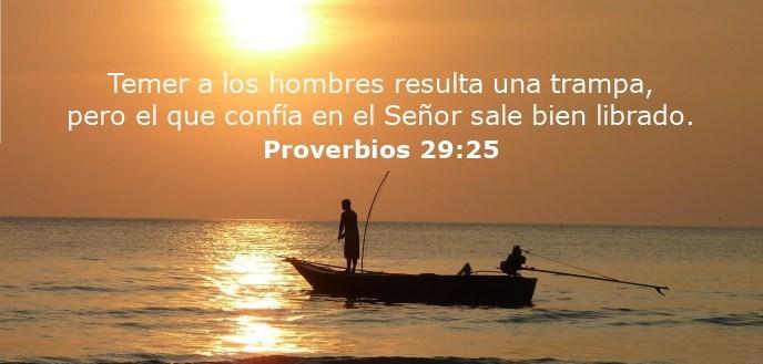 Temer a los hombres resulta una trampa, pero el que confía en el Señor sale bien librado.