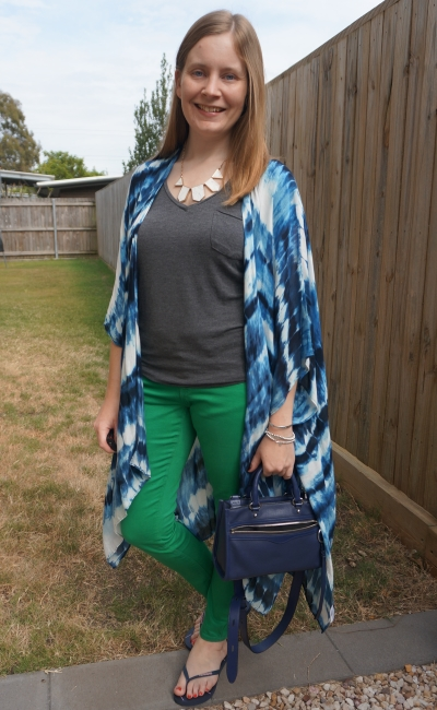 navy and green outfit with skinny jeans, grey tee and tie dye kimono spring outfit | away from the blue