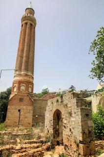 antalya'da gezilecek yerler yivli minare