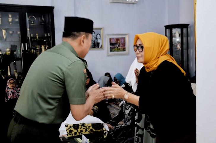 Pangdam Hasanuddin Ucapkan Bela Sungkawa Kepada Keluarga Almarhum Mantan Rektor Unhas