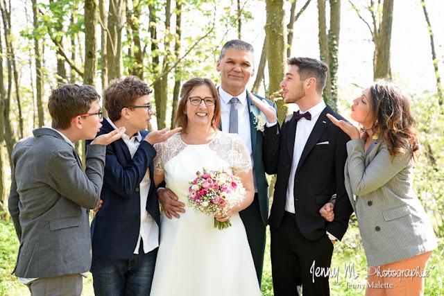 séance photos portrait mariage, photo couple et famille, mariés avec  leurs enfants