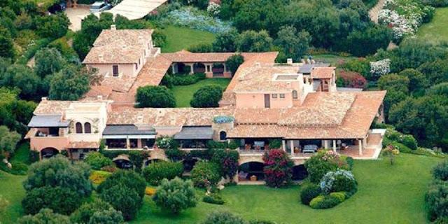 Villa Certosa milik mantan PM Italia, Silvio Berlusconi, yang terletak di Porto Rotondo, Pulau Sardinia ini telah dibeli oleh Raja Arab Saudi. (The Sunday Times)