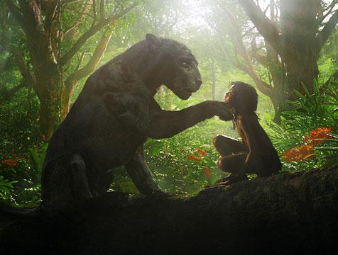 Bagheera y Mowgli (Rohan Chand) en Mowgli, la leyenda de la selva - Cine de Escritor
