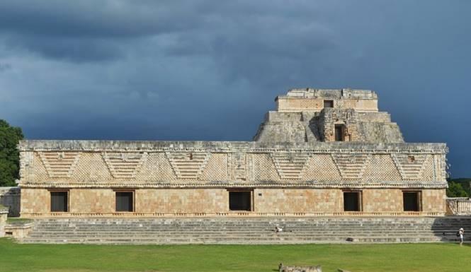 istana gubernur suku maya