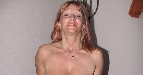 Girl naked on the toilet