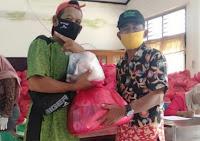 Peduli Atlet dan Pelatih, KONI Kota Bima Bagi Ratusan Paket Sembako