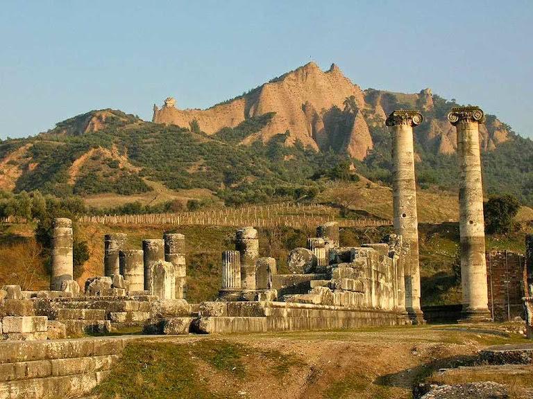 Ruínas de Sardes, cidade histórica, também prefigura da V idade da Igreja