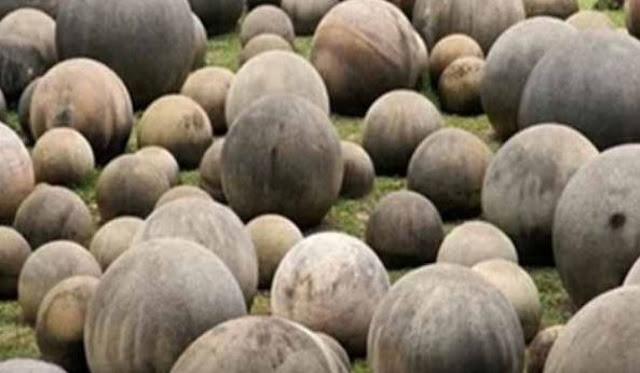 इस समंदर किनारे हैं अजीब पत्थर, देखकर लोगों के उड़ गए होश