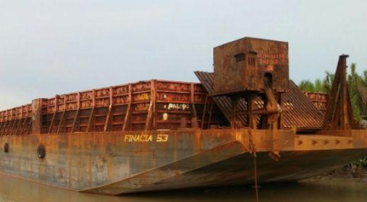 Tongkang BG. Finacia Dihantam Badai, Kemungkinan Bisa Terdampar, Di Perairan Selayar