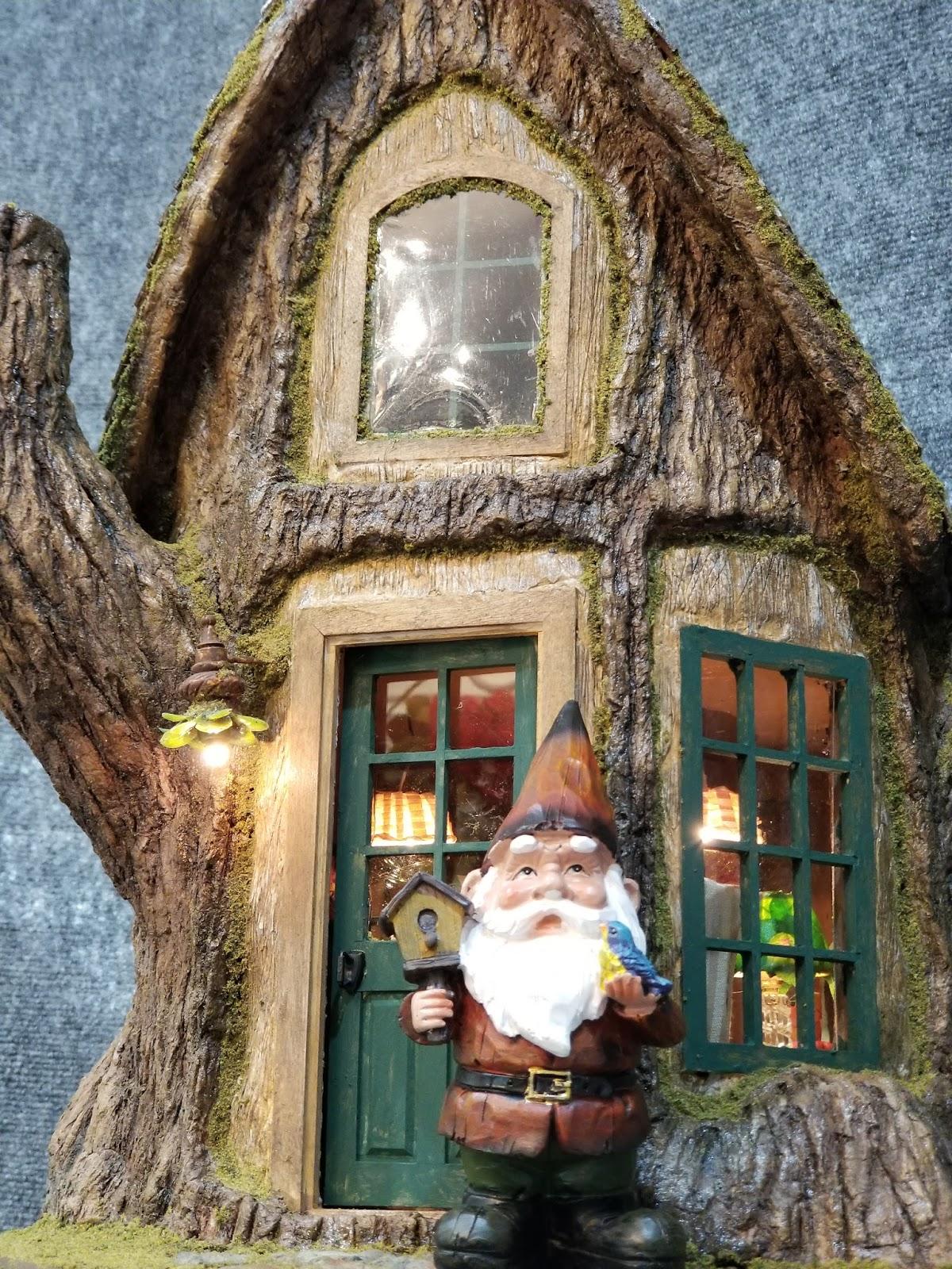 Gnome Tree Stump Home: Greggs Miniature Imaginations