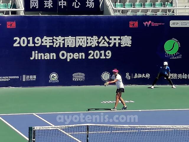 Taklukkan Unggulan Kedua, Aldila Sutjiadi Melaju ke Perempat Final ITF World Tennis Tour  Jinan Open 60k