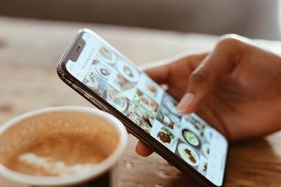Posting Media Sosial Tanpa Tujuan