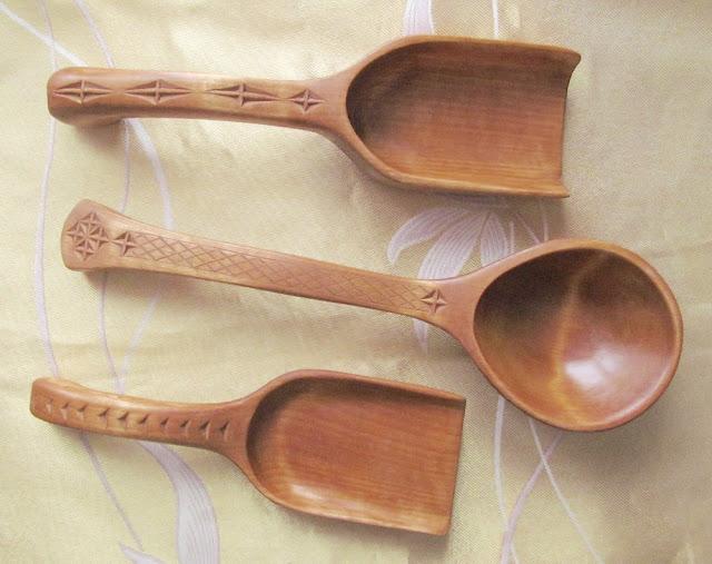 Деревянные совочки для сыпучих продуктов и ложка-поварешка