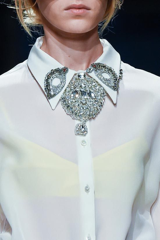 Are Brooches Back in Style