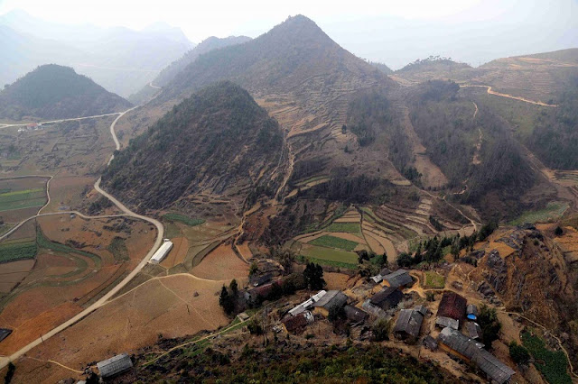 Experience spectacular road stretches in Ha Giang 5