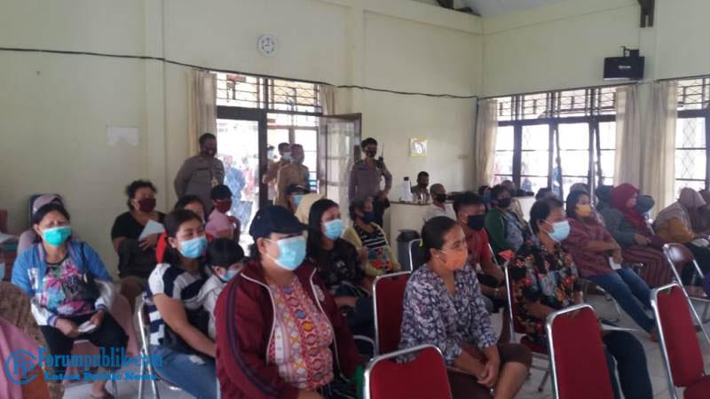 Satgas COVID-19 Singkawang Timur Salurkan Bansos BST Sekaligus Himbau Warga Patuhi Protkes