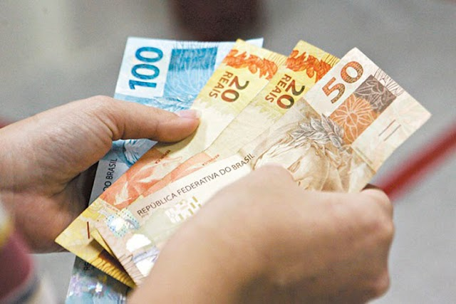 Governo reduz para R$ 1.031 estimativa de salário mínimo para 2020
