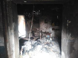 अर्ध विक्षिप्त ने घर में लगाई आग  | #NayaSaberaNetwork