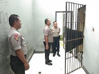 Kapolres Sorong Di Dampingi Kasat Sabhara Cek Ruang Tahanan
