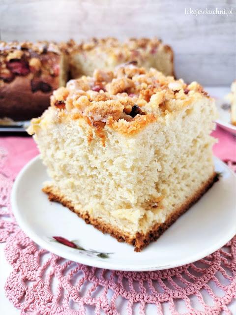Ciasto drożdżowe z rabarbarem i kruszonką przepis