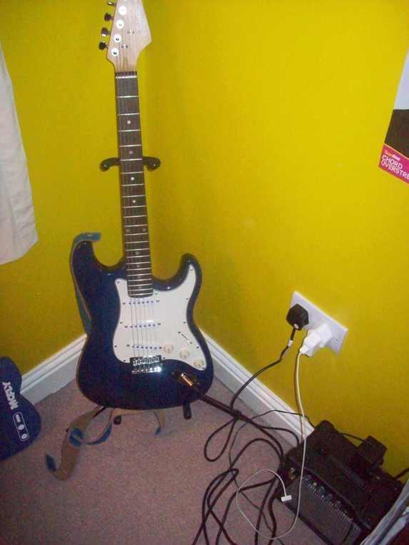 fictions guitar hero. Black Bedroom Furniture Sets. Home Design Ideas