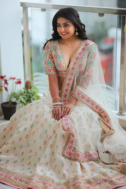 Avantika Mishra latest hot cleavage stills in lehenga Navel Queens