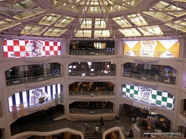Interior tienda Primark Gran Vía Madrid