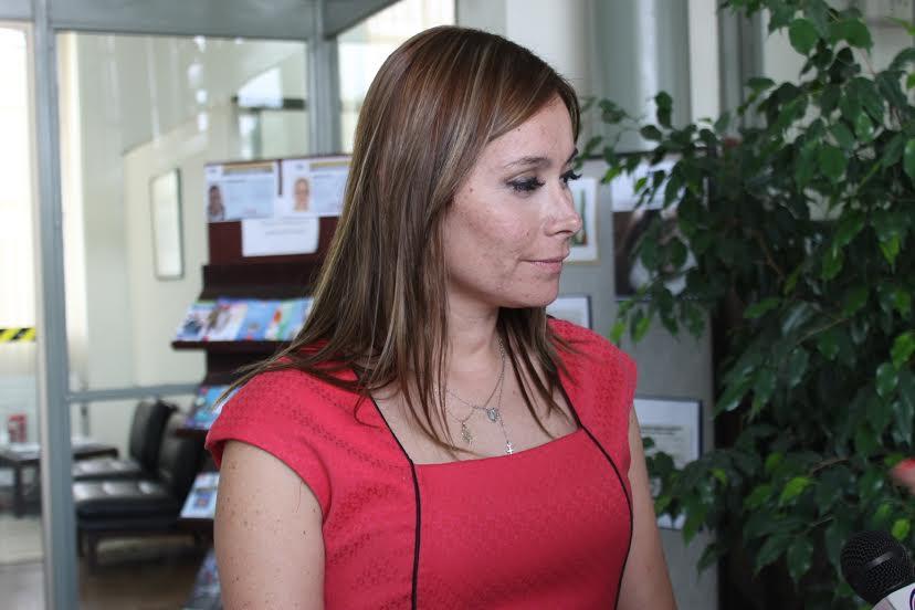 Gobernadora de Linares llama a contratar transporte escolar autorizado