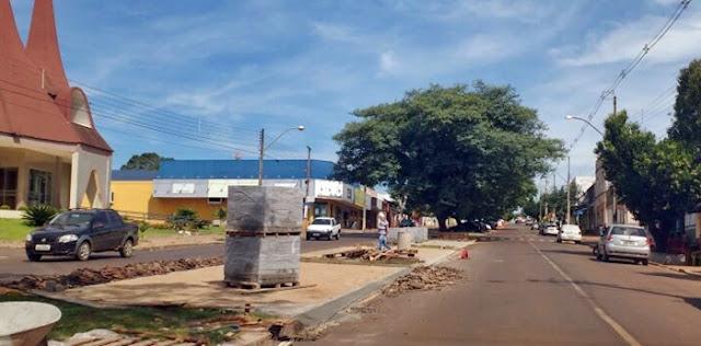 Árvores condenadas são retiradas da Avenida São Pedro