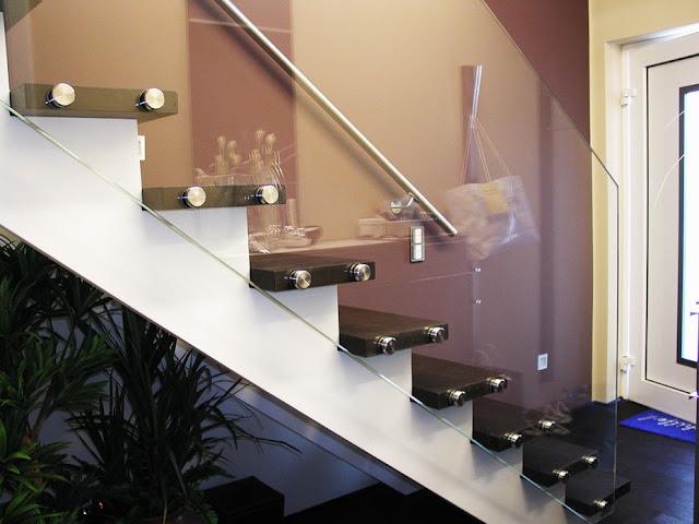 cầu thang gỗ lan can kính - mẫu số 5