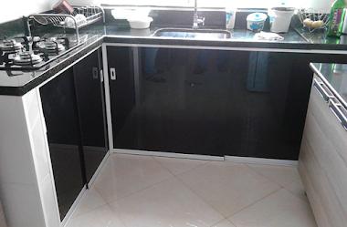 Box Para Cozinha em Vidro Fumê com Alumínio