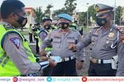 Usai Apel Pagi, Kasi Propam Lakukan Pemeriksaan Terhadap Personel Polres Gowa