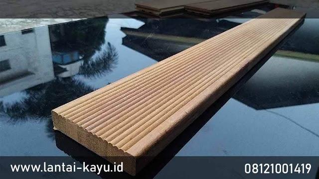 produk lantai kayu kolam renang