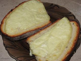 Felii de paine cu cas la cuptor reteta,