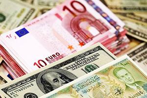 هبوط لليرة السورية أمام العملات الأجنبية والذهب يواصل ارتفاعه