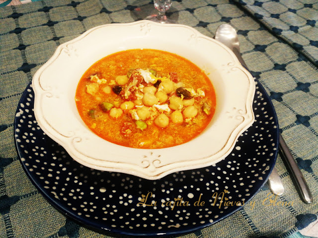 Sopa de garbanzos, pistachos y chorizo