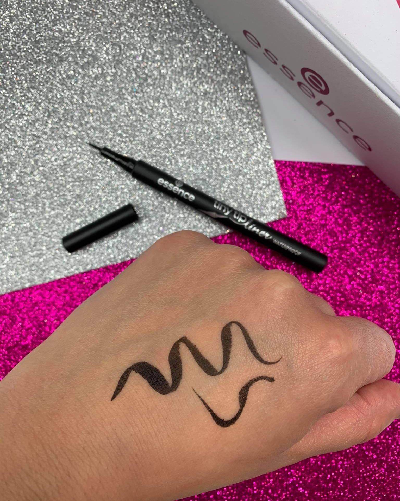 EYELINER tiny tip liner waterproof - wodoodporny eyeliner w pisaku Essenc