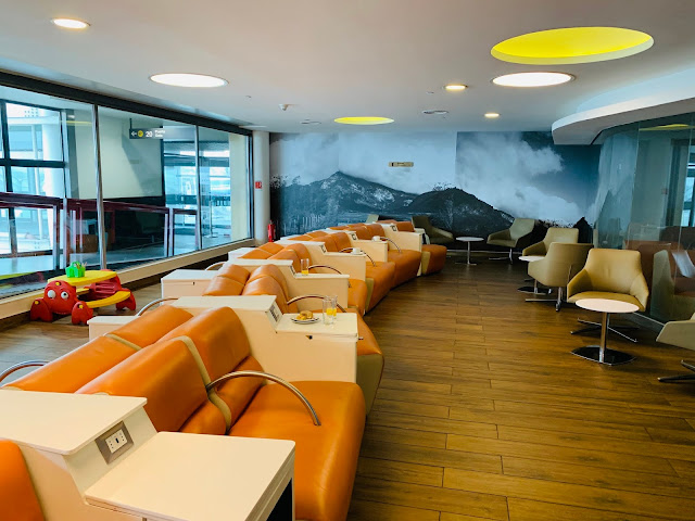 Credit Cards that Give You Free Priority Pass Lounges Access