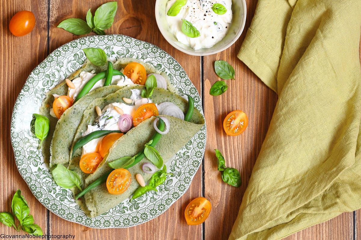 Crepes al basilico con robiola e pomodorini