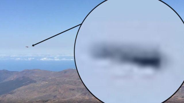 OVNI en forma de disco de alta velocidad viajando sobre el Teide en Tenerife