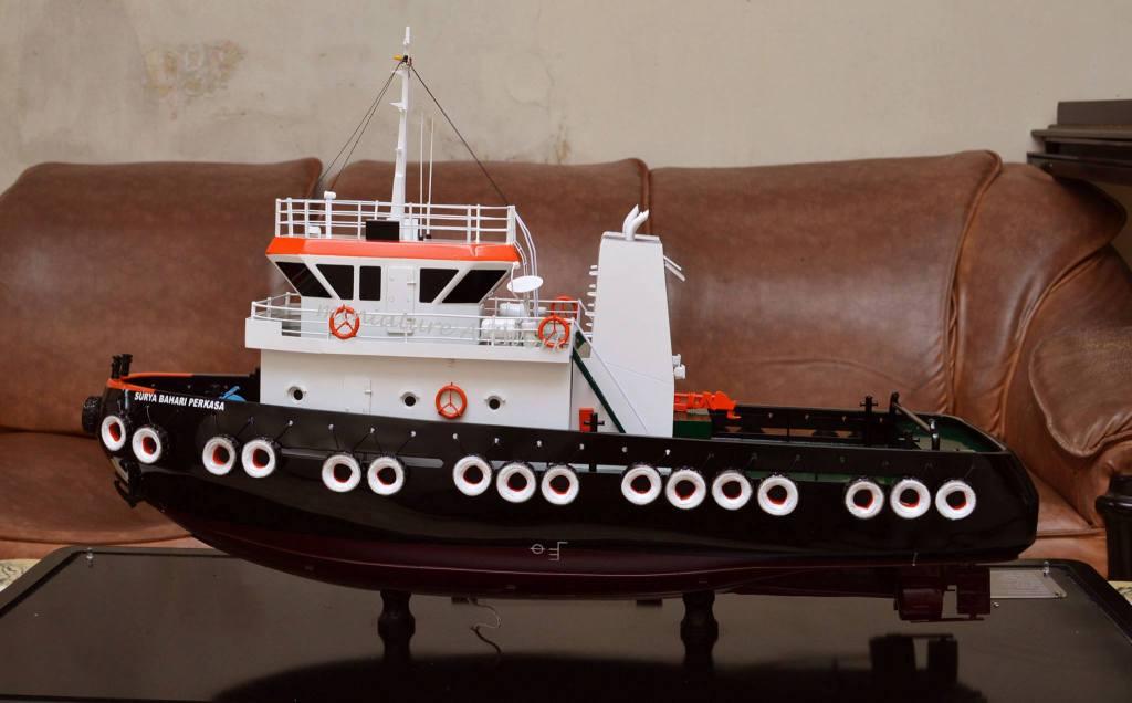 produsen pengrajin miniatur kapal tugboat milik pelayaran pt surya bahari perkasa rumpun art work planet kapal terpercaya