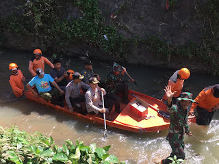 Antisipasi Banjir, Wakapolres Wonogiri Pimpin Tim Gabungan TNI-Polri Bersihkan Sungai