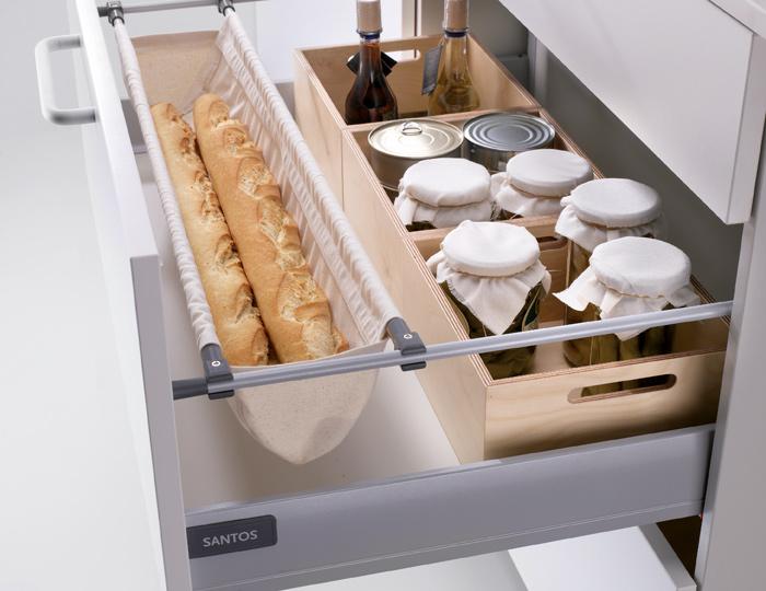 Complementos de madera para organizar los cajones de la for Complementos cocina