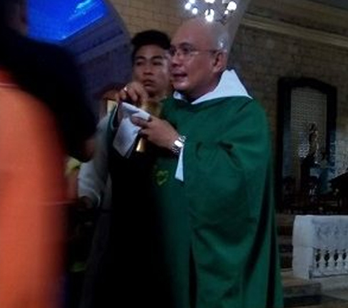 FAKE' Priest In Iloilo Is Now Being Searched By Victims! LOOK Here!