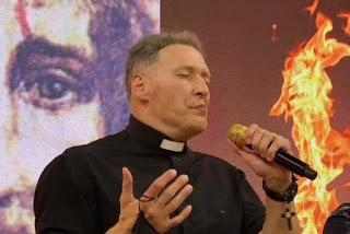 Padre Marcelo Rossi ressurge 'marombado' e vira assunto nas redes sociais