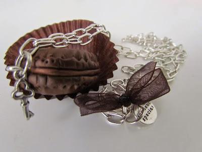 Collana con Macaron cioccolato in Fimo