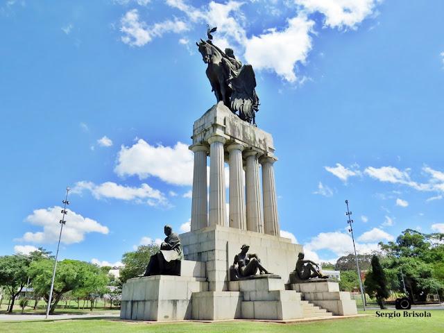 Monumento a Ramos de Azevedo - Descubra Sampa