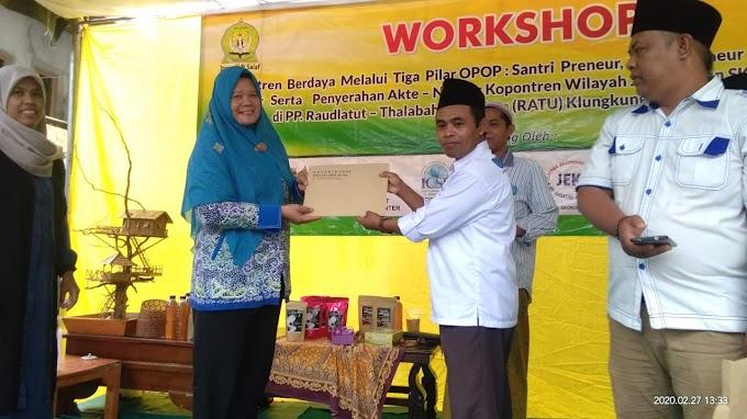 Pondok pesantren Ratu Roudhotut Tolabah Wal ulum Desa Kelungkung kecamatan Sukorambi Jember  laksanakan Workshop Penguatan ekonomi pesantren melalui 3 pilar